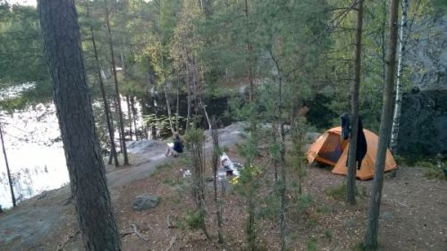 Camping by the Mustalampi pond in Nuuksio