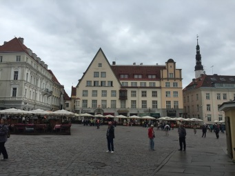 Tallinn_City_hall_square